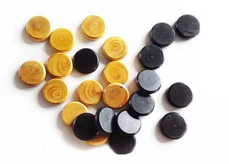 Crokinole 65 - Spielsteine natur & schwarz (je 12 Stück)