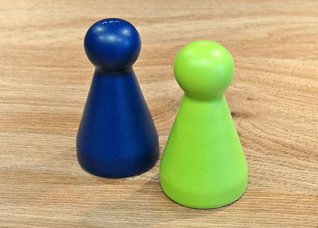 Salz- und Pfefferstreuer - Spielmännchen-Paar blau/grün - groß